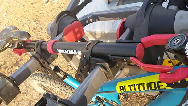 בדקנו מנשא אופניים YAKIMA kingjo 3 pro מחיר 1350 שקלים. השימוש במוט TOPTUBE מומלץ מאד - בעלות נוספת כמובן. צילום: רוני נאק