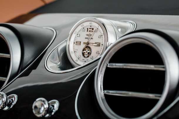 בנטלי בנטאיגה עם שעון ברייטלינג טורביון כחלק מהאיבזור המקורי. לא גרוע! צילום: בנטלי