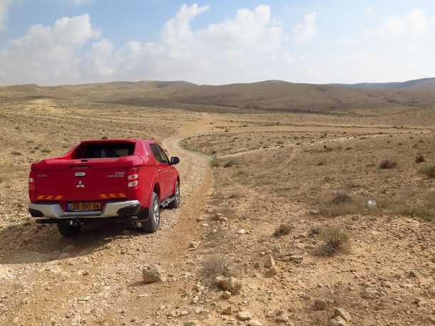 טיול שטח לרכס הרי חתירה, מעלה אברהם והמכתש הגדול. כל זה עם מיצובישי טריטון. צילום: רוני נאק