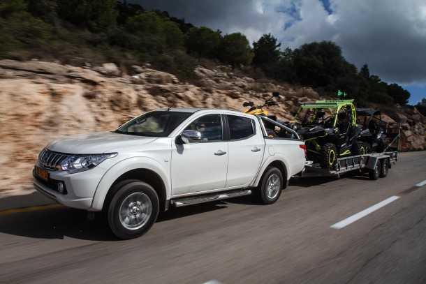 מיצובישי טריטון עם המנוע החזק בקבוצה - נימוסי כביש טובים והתנהגות בטוחה. צילום: נועם עופרן