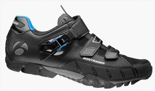 """גם הנעל הזו בהנחה. 35% מהמחיר המקורי. צילום: יח""""צ"""