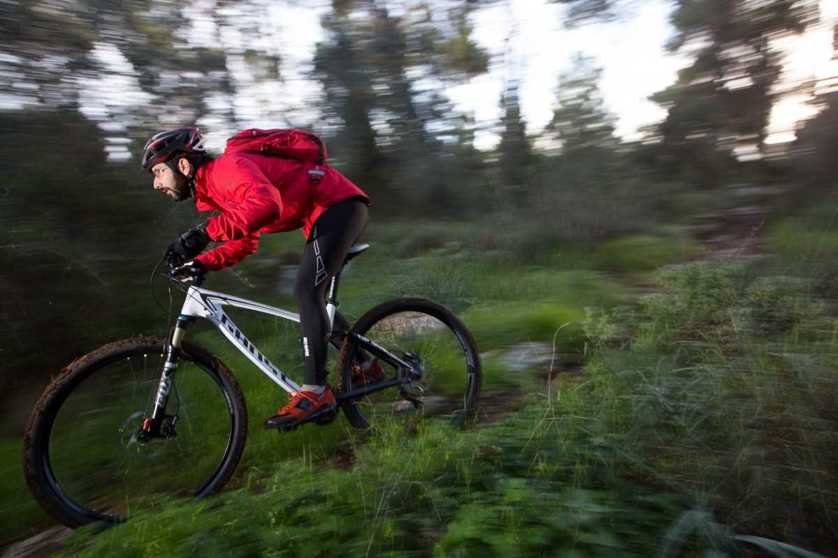 מבחן אופניים GHOST AMR 2977. עם תג מחיר של 16 אלף שקלים תקבלו שלדת קרבון וקיט מלא של שימאנו XT ומתלים של FOX. צילום: תומר פדר