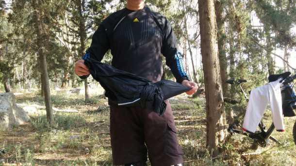 מעיל רוח אאוטדור סייקלון. קל משקל, אטום בפני רוח ועשוי היטב. 189 שקלים. צילום: רוני נאק