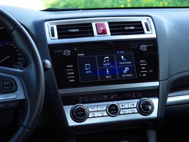 נסיעה חוויתית ברכב המנהלים סובארו B4. מולטימדיה מצויינת, עם רזולוציה טובה ומעבר מהיר בין תפריטים. בקרת האקלים שקטה ופתחי המיזוג ממוקמים מצויין. צילום: רוני נאק