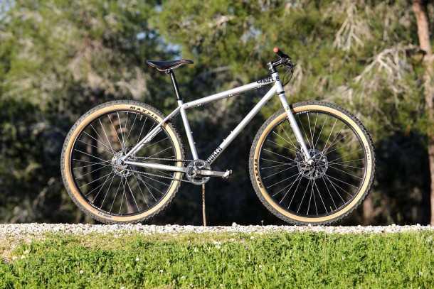 מבחן אופניים charge cooker 0. שלדת פלדה, אין הילוכים, אין מתלים ויש הרבה הנאה מרכיבה מתגמלת. המחיר 3600 שקלים בקניה ישירה מריסיילקס. צילום: תומר פדר