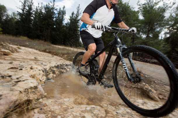 כפפות אופניים GIRO BRAVO LF. רק 167 שקלים לחברי מועדון רוזן ומינץ. צילום: תומר פדר