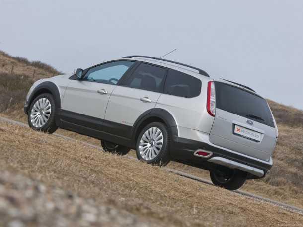 זה יכול להיראות משהו כמו זה: פורד פוקוס X-ROAD מהדורת יצור של 300 יחידות אשר שווקה רק בהולנד ב-2009. אז זה היה רק קיט אביזרים למרכז ללא שינויים מכאניים למתלים או למערכת ההנעה. צילום: פורד