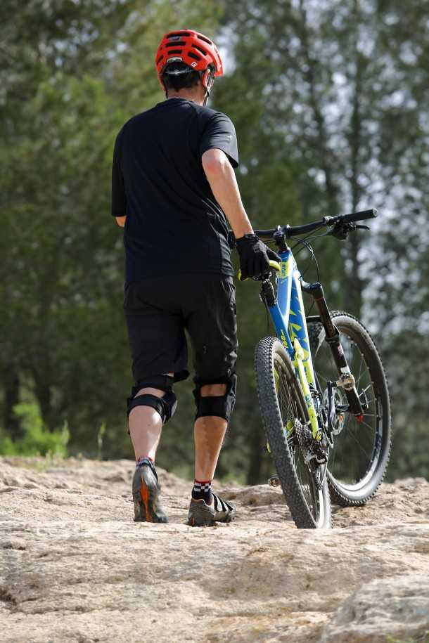 """מבחן אופניים ק.ט.מ LYCAN LT 274. במצבים כאלו מרגישים את ה-14.5 ק""""ג של האופניים. צילום: תומר פדר"""