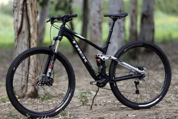 מבחן אופניים trek fuel EX 8. גלגלים גדולים, הרבה טכנולוגיה ויכולת רב-גונית. המחיר: 15K שקלים. צילום: פז בר