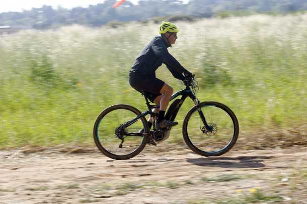 """מבחן אופניים הייביק חשמליים לשטח. מופע מרשים של הקונספט - יכולת טובה, טווח שימושי ואיכות כללית מצויינת - """"בוסט"""" של איבזור והם יגעו בול בנקודה הנעימה. צילום: פז בר"""