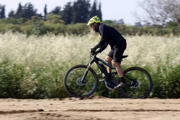 מבחן אופניים הייביק חשמליים לשטח. כיסוי הרבה קילומטרים ללא מאמץ - אם זו המטרה הסתדרתם. צילום: פז בר