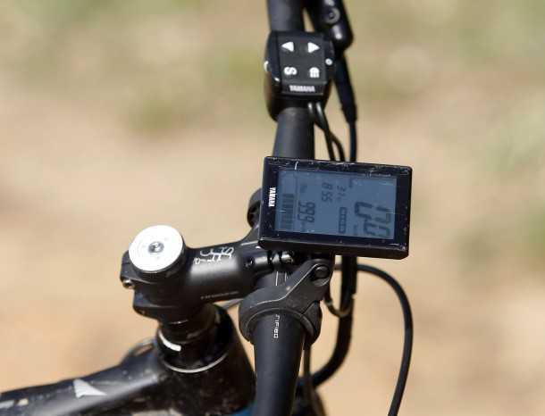 מבחן אופניים הייביק חשמליים לשטח. מחשב דרך מאד אינטואיטיבי - מסך קריא ועיגון טוב לכידון. השתדלו שלא לשבור אותו בשטח. צילום: פז בר