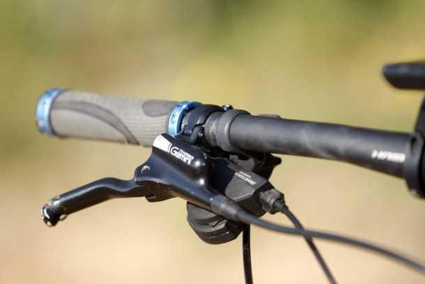 מבחן אופניים הייביק חשמליים לשטח. בשביל 19K היינו רוצים לקבל מעצורים איכותיים וחזקים יותר. צילום: פז בר