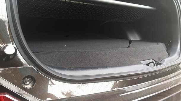 מבחן רכב טויוטה ראב-4 היברידי. חטיף חשמלי עם השגות ב-190 אלף שקלים. צילום: רוני נאק