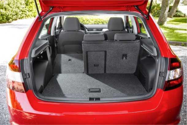 מבחן רכב סקודה ספייסבק סקאוטליין. תא מטען בעל נפח שימושי ומושבים המתקפלים באי רצון.. צילום: סקודה