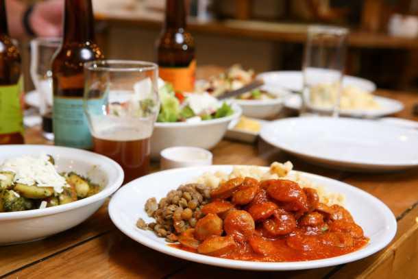 מסעדת אורסולה בישוב צוקים. הסחת פאזה מסצינת המזון המהיר על כביש הערבה ואחת המקומים החביבים לסעוד בו. צילום: תומר פדר