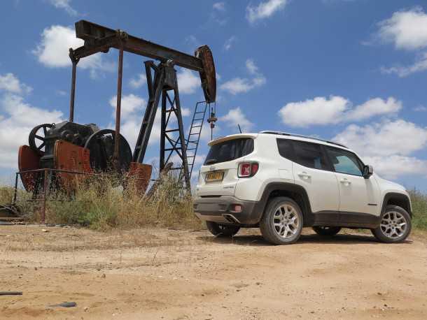 מבחן רכב ג'יפ רנגייד לימיטד. המון איבזור נוחות, רמת בטיחות גבוהה, מורשת מגובה ביכולת ותג מחיר גבוה. צילום: רוני נאק