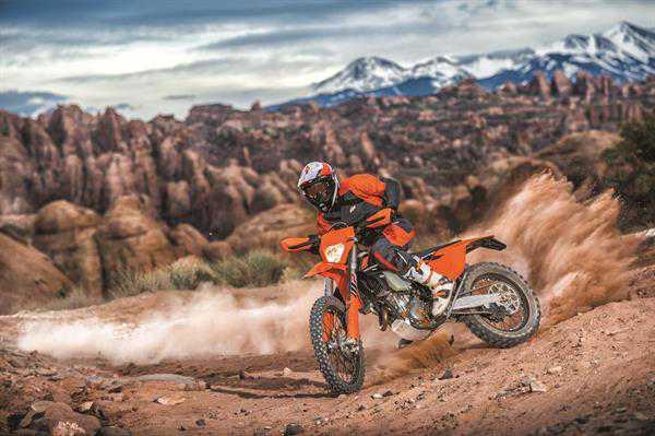 עד 13,000 שקלים הנחה על דגמים שונים של אופנועי KTM ביום מכירות בשישי הקרוב. צילום: KTM