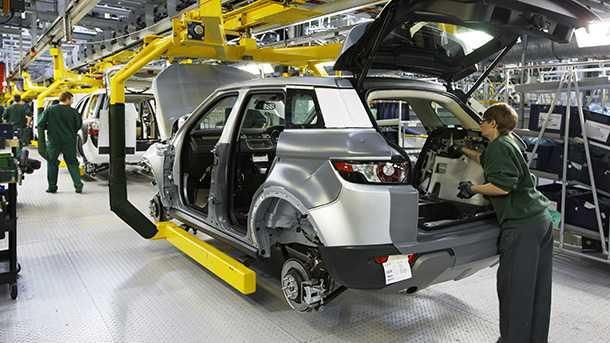 חוק רישוי רכב יוצר את מוסכי המומחה המשוחררים מאמות המידה של יצרני הרכב. צילום: לנד רובר