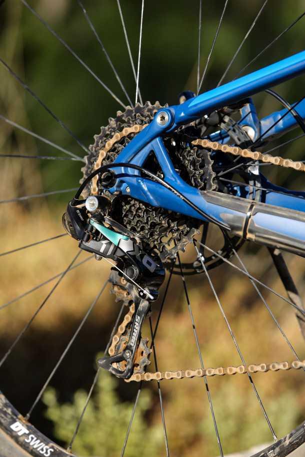 מבחן אופניים מרידה one twenty 9.80 דרופאאוטים חסונים מובילים למעביר אחורי SRAM נהדר אשר פוקד על 11 הילוכים. סט גלגלים של DT - קל וחזק ומתגלגל בריחוף שוויצרי מושלם. צילום: תומר פדר