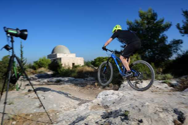 מבחן אופניים מרידה one twenty 9.80 סלעים ומדרגות, קטנים וגדולות מזה - הם חלק מתפריט אקלקטי של האופניים האלו. צילום: תומר פדר