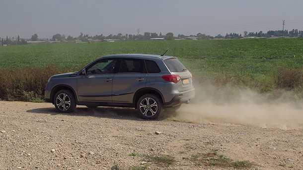 מבחן השוואתי לקפיצי MAD. גיהוץ שבילים עדיף, תמיכה טובה במרכב ועמידות בפני סגירת מהלך. שיפור גם בזוויות המרכב - בולט מאחור. צילום: רוני נאק