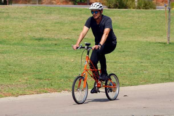 מבחן אופניים חשמליים מולטון עם מנוע בגלגל אחורי וממשק אלחוטי מלא. המחיר כ-8,000 שקלים. צילום: פז בר