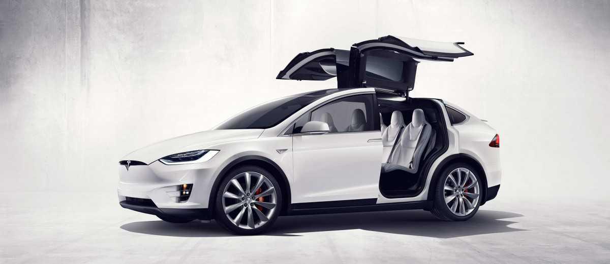 תאונה (לכאורה) אוטונומית ראשונה לרכב הפנאי החשמלי של טסלה - מודל X. החקירה בעיצומה. צילום: טסלה