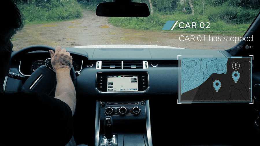 לנד רובר בוחנת אמצעי נהיגה אוטונומיים לשטח - כאן למשל שיתוף מידע בין מכוניות באשר לשטח ומכשוליו. צילום: לנד רובר