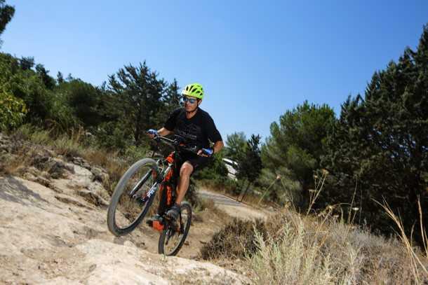 KTM MACINA Lycan רוכבים בלי להזיע - סוג של דיאודורנט לקיץ אבל ובעיקר המון כיף. צילום: תומר פדר
