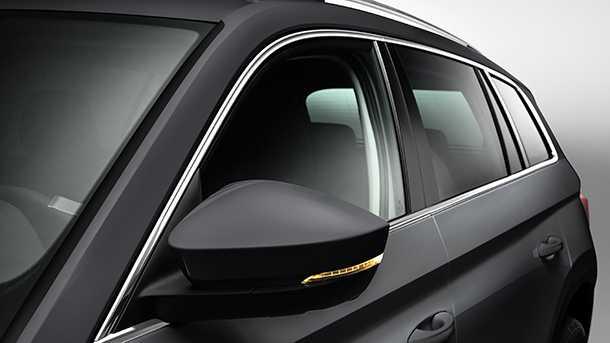 סקודה קודיאק - רכב פנאי גדול עם 7 מושבים. כך ייראה הצד. ראו את קו המותניים המפולסים, את מסגרת הכרום לשמשות, את מאותת ה-LED האלגנטי שעל כיסוי מראה הצד - את מסילות הגג הכסופות ואת ידיות הדלת בצבע המרכב. מאאממת! צילום: סקודה