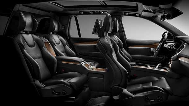 תא הנוסעים של וולבו XC90 אקסלנס הוא שיר הלל להצלחה כלכלית. המחיר? 690 אלפי שקלים. צילום: וולבו