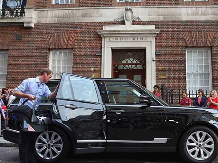 יד ראשונה מנסיך! הנסיך וויליאם מוכר את הריינג' רובר המשפחתי במכירה פומבית שכל הכנסותיה לצדקה. צילום: לנדרובר
