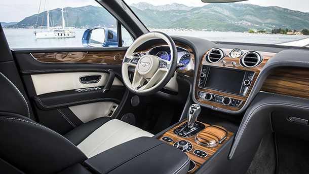 רכב הפנאי היקר בעולם - בנטלי בנטאיגה - מקבל גרסת דיזל ולה עיצוב פנים מיוחד עם גוון עץ המיועד רק לדיזל. צילום: בנטלי
