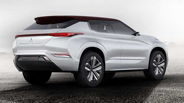 מיצובישי חושפת רכב תצוגה של רכב פנאי 4X4 ועם הנעה היברידית וטעינה משקע בקיר. רמז למיצובישי פאג'רו הבא. צילום: מיצובישי