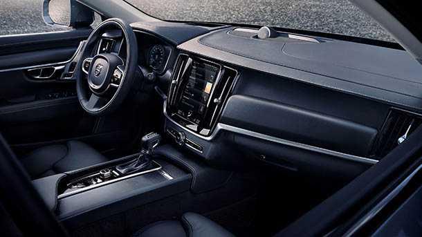 """וולבו מציגה V90 קרוס קאנטרי. דור רביעי ל""""סטייישן, גבוה, כפול הנעה ומצוייד היטב"""" של וולבו. כל מה שתמצאו ב-S90 החדש ועוד קצת. צילום: וולבו"""