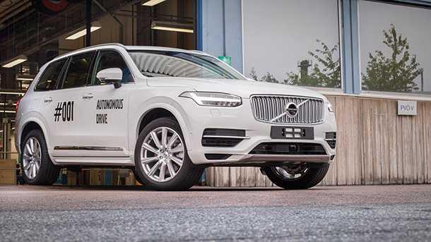 וולבו מתקדמת מהר לעבר חזון המכונית ללא נהג ומוציאה לכבישים XC90 היברידי לפיילוט בשוודיה. צילום: וולבו