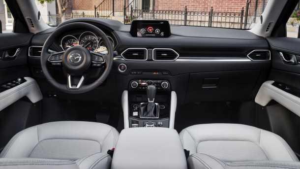 מאזדה CX5 תא הנהג של הדור הקודם זכה בפרסי איכות. תא הנהג של מאזדה CX5 יתעלה עליו - לפי מאזדה. צילום: מאזדה