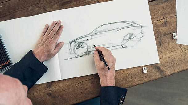 """יגואר FPACE שעוצבה אישית על ידי המעצב איאן קולום נמכרה ב-102,500 לי""""סט. איור מקורי של הרכב מצטרף לספר הרכב החתום על ידי המעצב. צילום: יגואר"""
