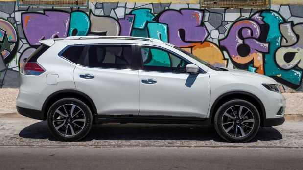 איך לקנות מכונית חדשה ב-2017? הזינוק מרכב פנאי של 5 מושבים לכזה של 7 מושבים הוא יקר מאד. אולי תבחן מיניוואן? צילום: ניסאן
