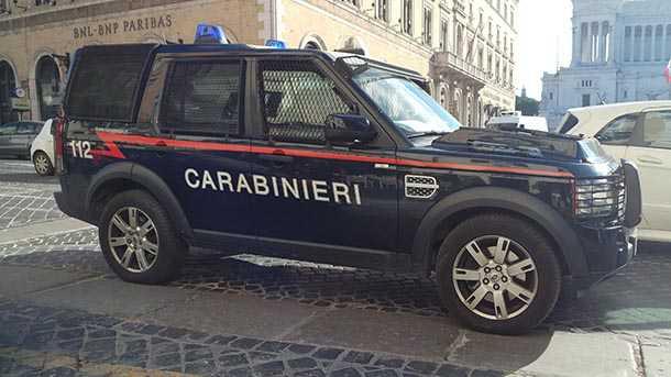 למשטרה האיטלקית יש גם לנד רובר דיסקברי שהוסבו לזינזאנה ויובילו אתכם ב-NVH מושלם לתא המאסר. צילום: רוני נאק