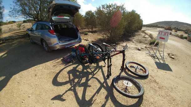"""מבחן אופניים BH LYNX 6. רק 12.5 ק""""ג להרים לתא המטען. תודה להונדה על הסיוע בהפקת הכתבה. צילום: רוני נאק"""