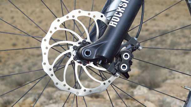מבחן אופניים BH LYNX 6. אקזוטיקה באוויר בייבי! מעצורי מאגורה MT5 עם 4 בוכנות תלויים בקצה של רוקשוק פייק נהדר. צילום: רוני נאק