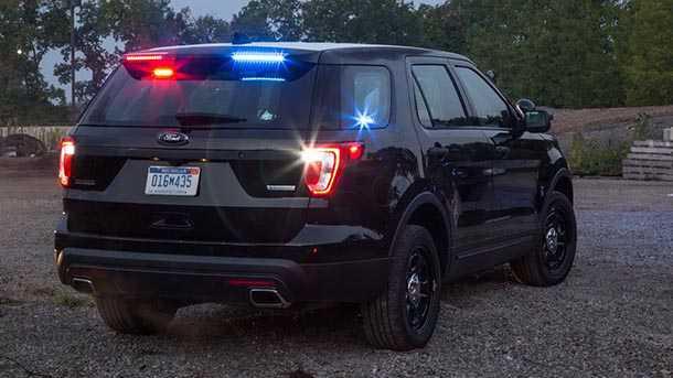 """משטרות קנדה וארה""""ב עוברות לרכבי פנאי שטח. שברולט טאהו ופורד אקספלורר. צילום: פורד"""