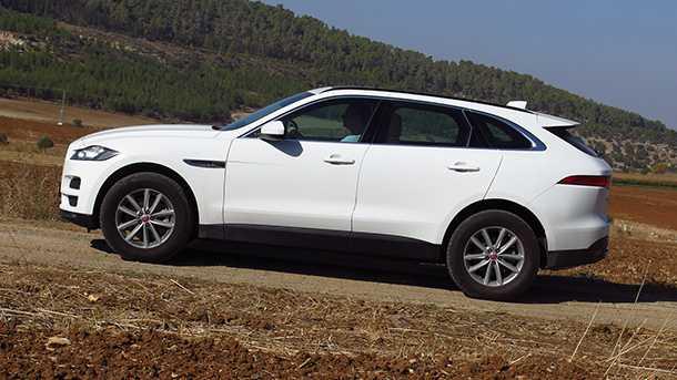 מבחן דרכים יגואר FPACE - אחד הביצועים היפים יותר של SUV פרימיום. המנוע אימתני ודינאמית מדובר במכונית שרירים כוחנית ומהנה. צריכת הדלק דיזלית וחסכונית ביחס לתפוקה. צילום: רוני נאק