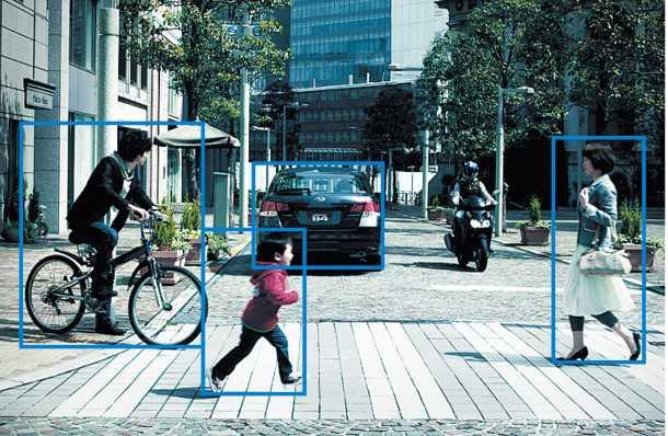 """מערכת EYESIGHT של סובארו מוותרת על מכ""""מ אבל מצליחה לזהות הולכי רגל, ורוכבי אופניים ואופנועים בנוסף למכוניות. צילום: סובארו"""