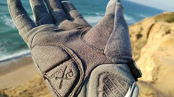 בדקנו: כפפות לאופני הרים GIRO XEN. נוחות מאד, הגנה חלקית וממשק לסמאטפון. יש הנחה לחברי מועדון רוזן מינץ. צילום: רוני נאק