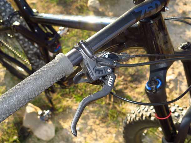 מבחן אופניים ברגמונט טריילסטר 7.0 PLUS. כידון ANSWER וסטם מצויינים. מזלג YARI חביב הקהל ומעצורי מאגורה מגרים. יאמי! צילום: רוני נאק