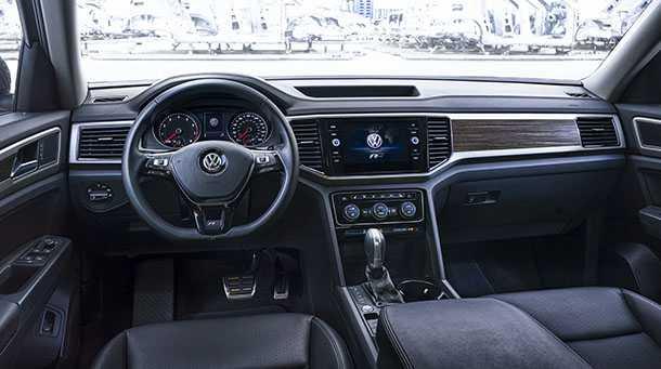 פולקסווגן אטלס R LINE מוצגת עם קצת יותר רוטב חריף למוביל הנוסעים דמויה-SUV של VW. צילום: VW
