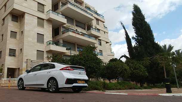 מבחן דרכים והגיגים על יונדאי איוניק. המכונית המושלמת לישראל? ככל הנראה. האם המכונית שתרצה לעצמך? אולי... צילום: רוני נאק